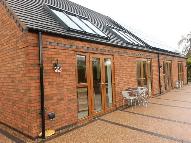 Peppers Barn, Loughborough Leics. Accessible holiday bungalow with ceiling track hoist