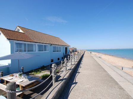 Seastar Accessible Holiday Cottage with ceiling hoist,Deal, Kent
